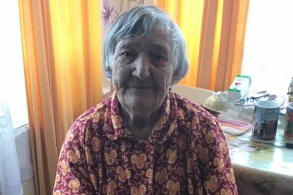 Лилия Георгиевна живёт одна в стареньком деревянном доме в посёлке Иваньково