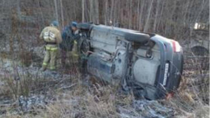 «Логан» обнаружили в кювете: подробности аварии в Ярославской области