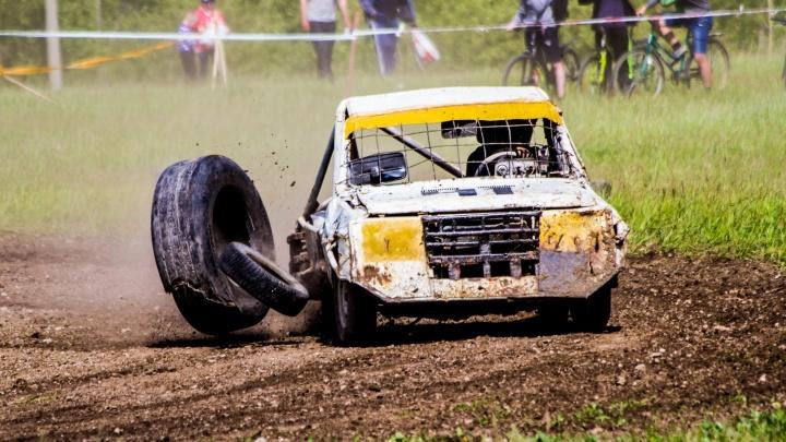 В Богдановиче на гонках на выживание машины опрокидывались, а колёса отлетали в стороны