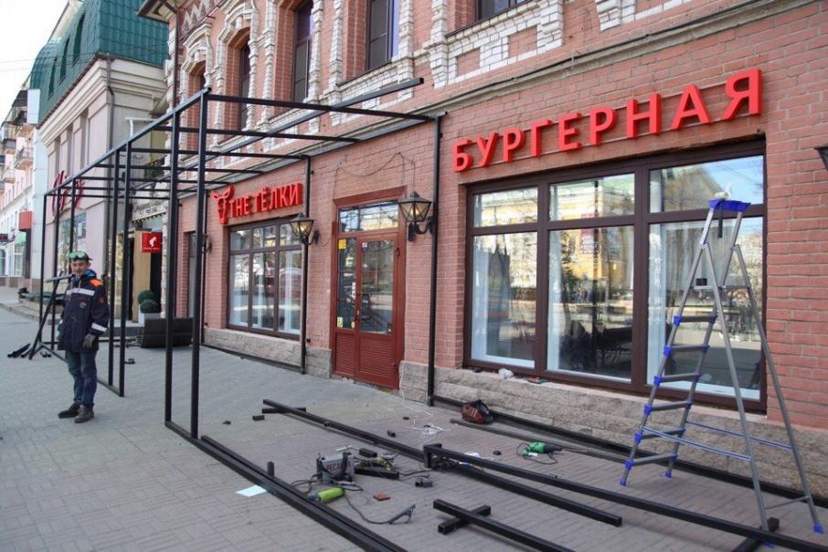 16 мая к бургерной на Кировке начали пристраивать летнюю террасу