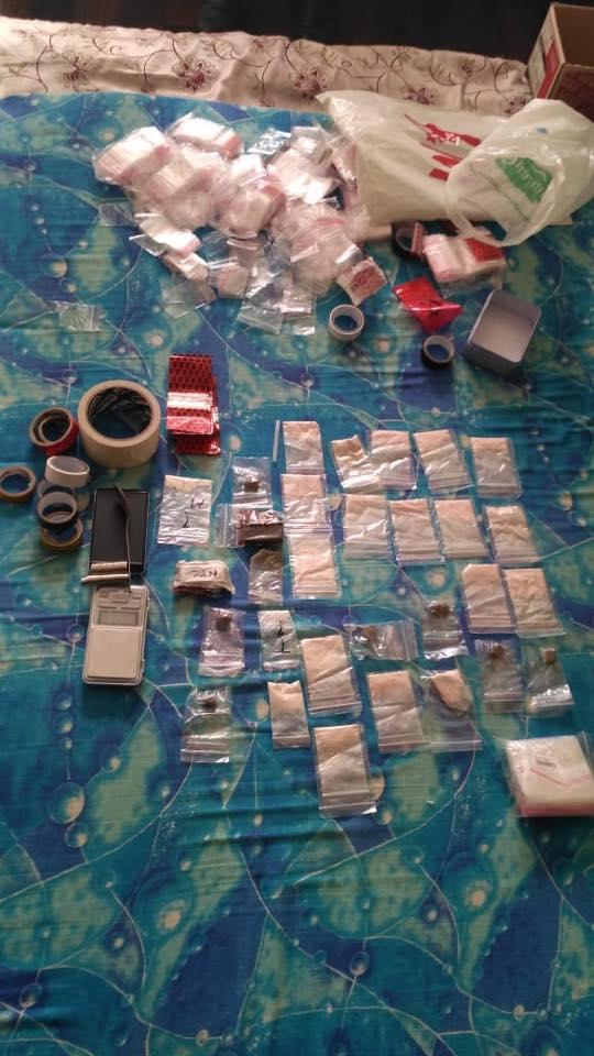 При задержании у них изъяли синтетические наркотики, героин и гашиш