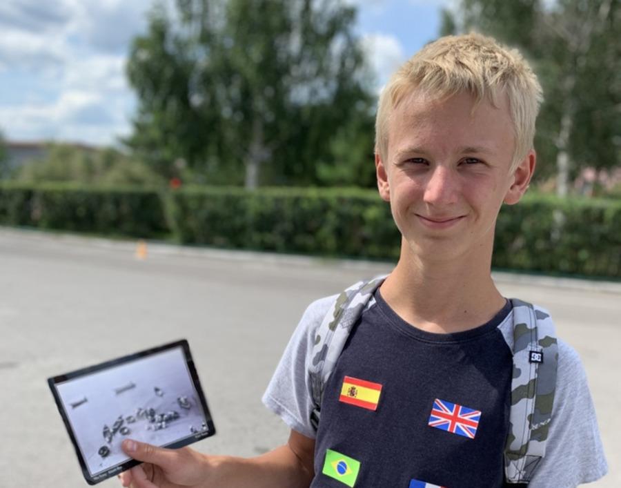 Сын Серёдкиных сфотографировался с открыткой через шесть лет
