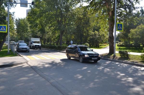 Работы по обустройству пешеходных переходов у школ еще ведутся