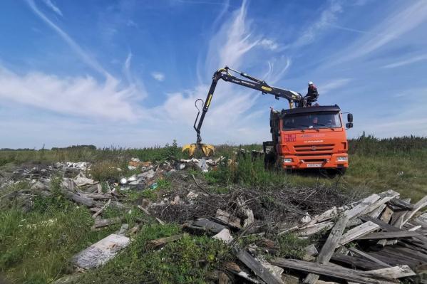 Со свалки, которая появилась то ли много лет назад, то ли на прошлой неделе, вывезли 40 тонн мусора