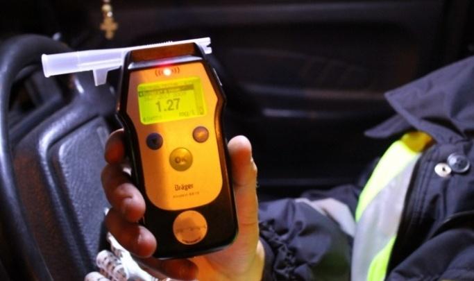 В Дудинке полицейские задержали пьяного угонщика снегохода: видео