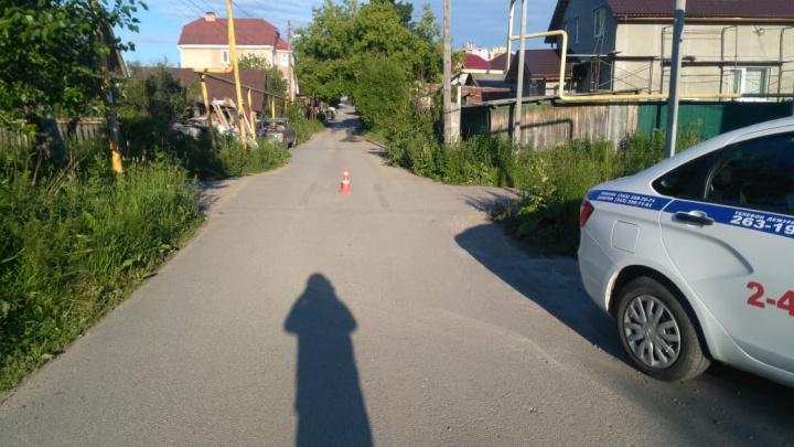На Широкой Речке мужчина за рулем черной Lada Granta сбил ребенка и уехал