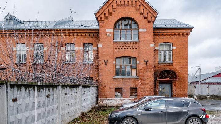 В комнате 15 градусов: в Перми без тепла остается общежитие Красных казарм с пенсионерами и детьми