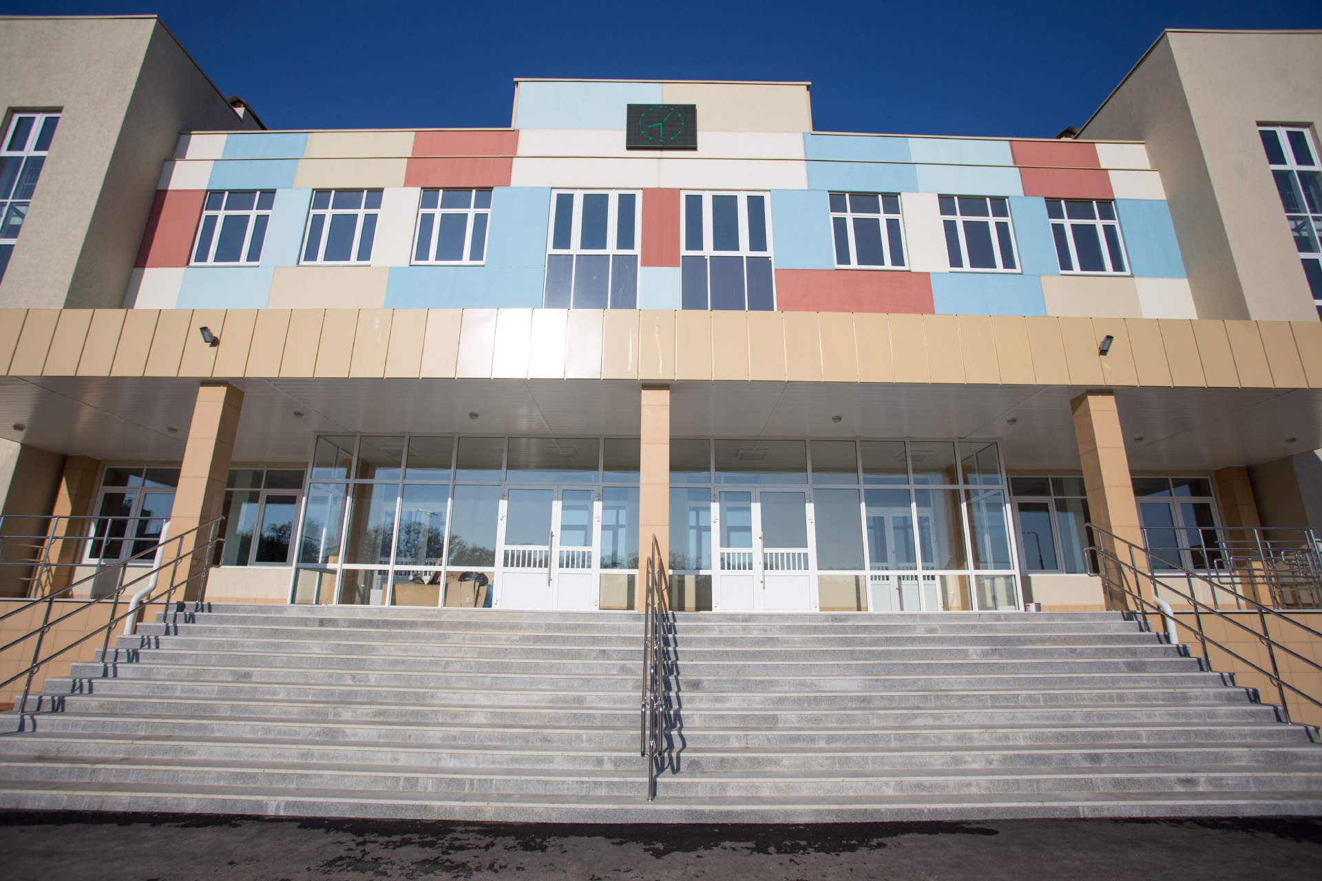 По такому же проекту будут построены школы в разных регионах страны