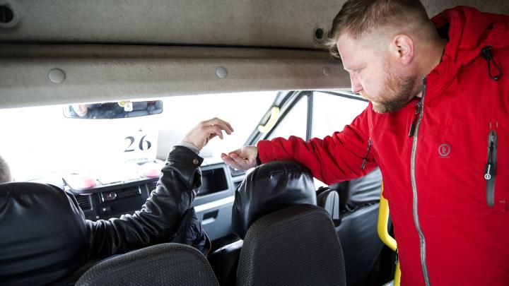 «Водители уже бросают ключи на стол»: почему маршрутки в Брагино высаживают пассажиров на полпути