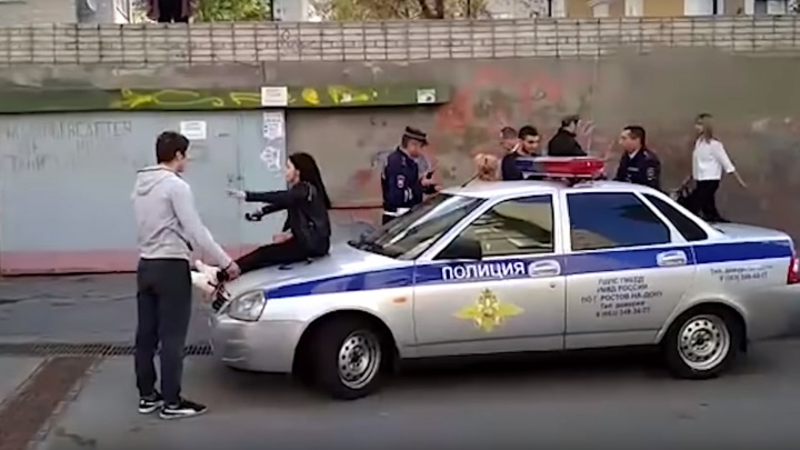 Одна из дебоширок, дравшаяся с ростовскими полицейскими, уже имеет судимость