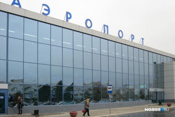 Сейчас официальное название аэропорта «Омск-Центральный» — многие за то, чтобы оставить его без изменений