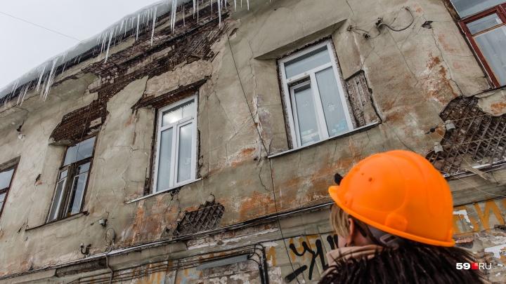 За уборкой снега в центре Перми смотрят «квартальные инспекторы». Рассказываем, что они делают