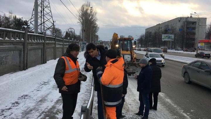 Районы Екатеринбурга получат ещё по 100 миллионов рублей на очистку улиц от снега