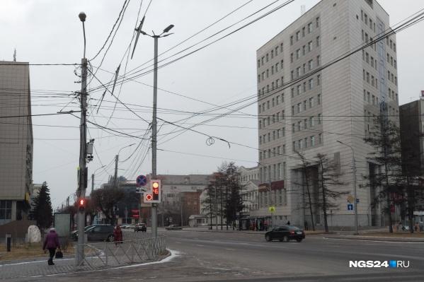 Синоптики и спасатели предупредили о том, что ветер накроет Красноярск и сегодня