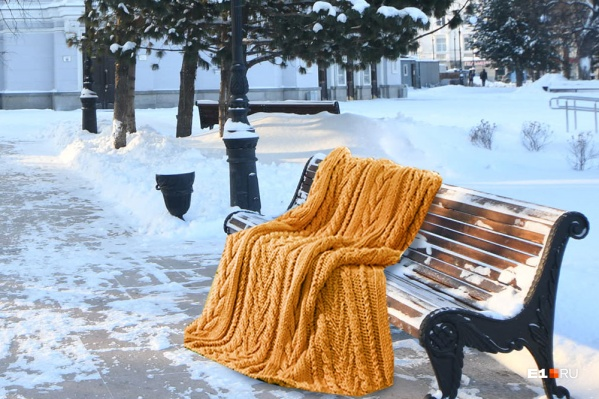 Если бы на скамейках лежали пледы (и их не воровали), это было бы прекрасно. В Екатеринбурге так редко бывает по-настоящему тепло