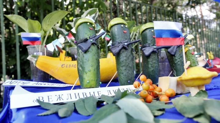 Картофельный Чебурашка и огурец с автоматом: челябинцы устроили креативную презентацию своего урожая