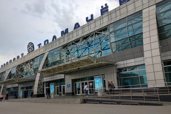Туман, окутавший Томск, помешал приземлиться утренним самолётам — им пришлось сесть в Новосибирске<br>