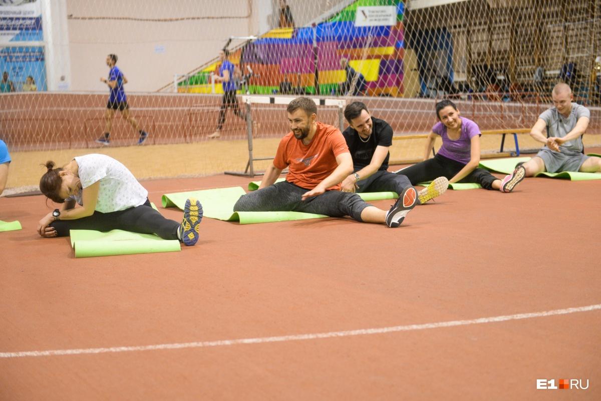 Накануне тренировки нам прислали задание — оказывается, дома тоже надо делать комплекс упражнений общей физической подготовки