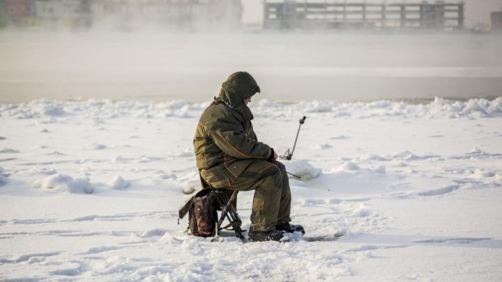 В Новосибирске пять часов искали рыбака, замерзающего на Обском водохранилище
