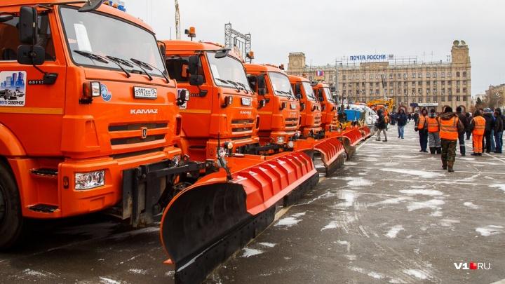 В центре Волгограда коммунальные машины ждут нашествия снега
