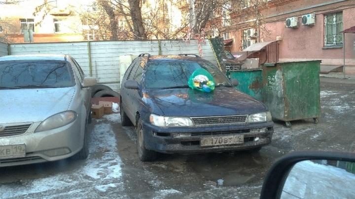 «Я паркуюсь как...»: отмороженный грязнуля и любитель мусорок