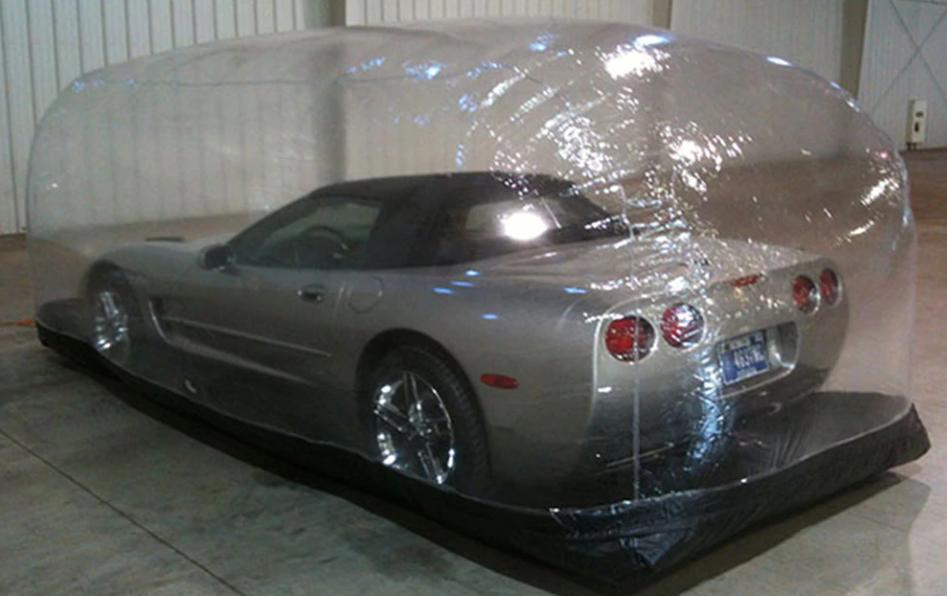 Самые безумные товары для машин: надувной гараж и наклейка «Я же девочка!»