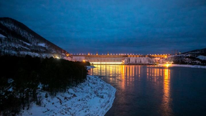 Неизвестные сообщили спасателям о минировании Красноярской ГЭС
