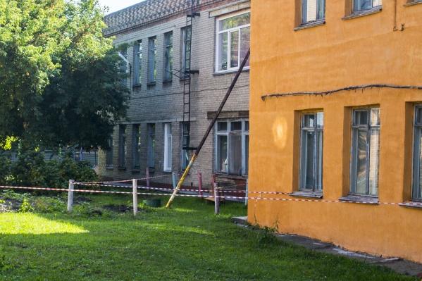 Состояние кирпичной кладки здания детского сада резко ухудшилось этой осенью