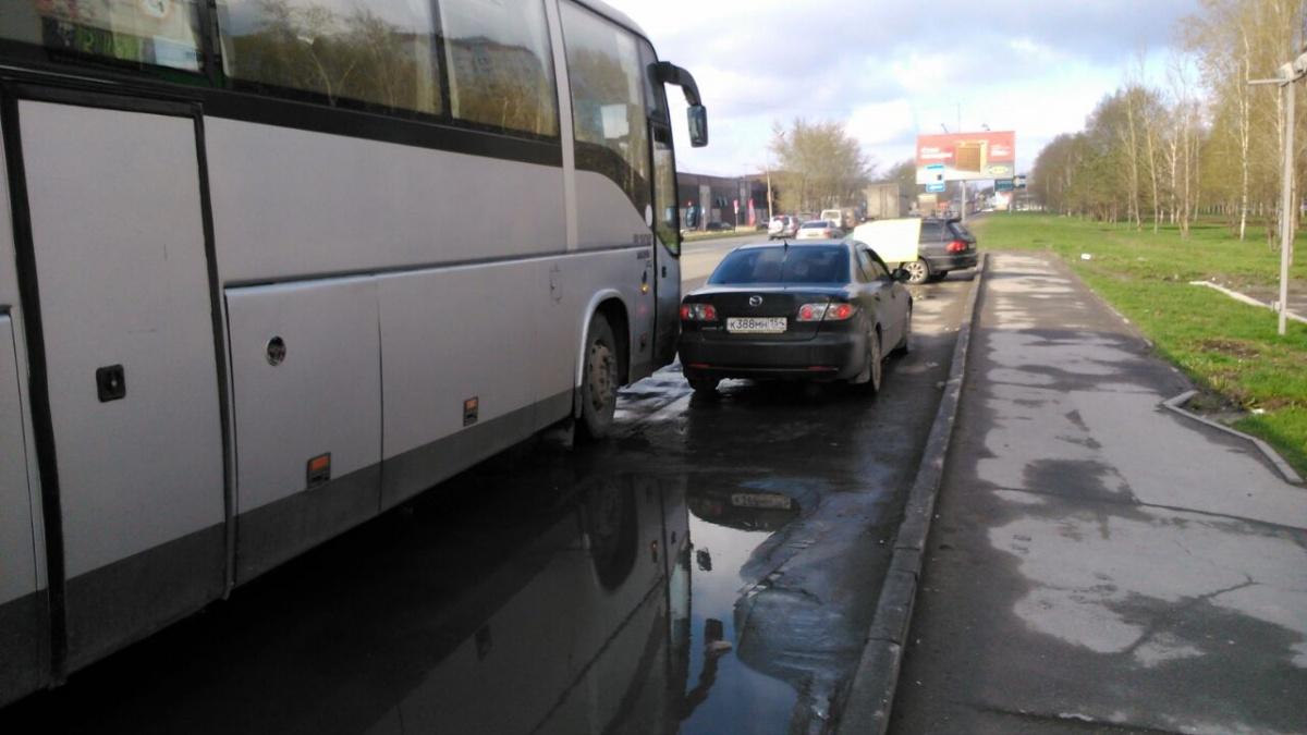 Авария произошла на Троллейной,130/1, недалеко от остановки «Автокомбинат»