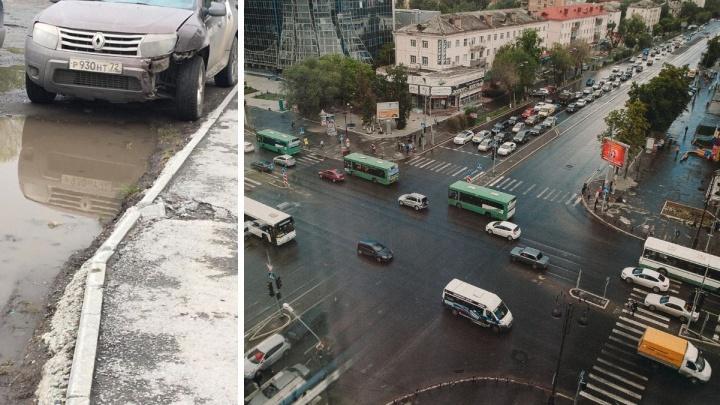 Тюменские водители предупреждают друг друга о «народном мстителе» на Renault Duster. Кто он такой?