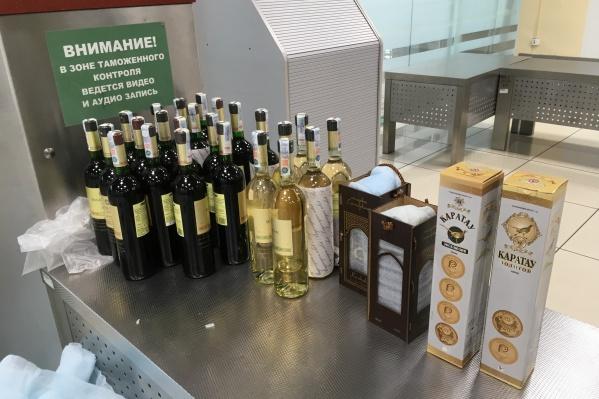 Житель Узбекистана хотел провезти 29 бутылок спиртного
