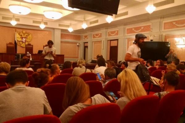 Поддержать северян в суд пришло несколько десятков человек