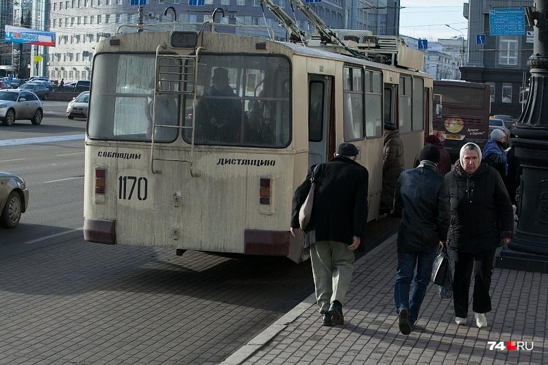Теперь троллейбус № 5 проходит через остановки «Детский мир» и «Площадь Революции»