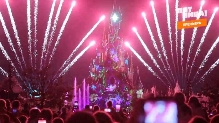 Каждый вечер в Диснейленде из замка Золушки запускают фейерверк