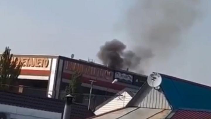 В Волжском загорелся ТРК «Планета Лето»: все эвакуированы