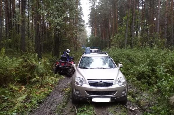 Машины завязли в грязи