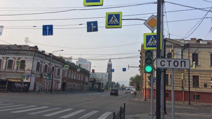 Новые черные столбы появились на перекрестке Вейнбаума и Мира