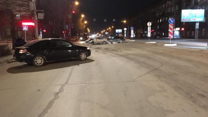 «Почувствовал удар»: водитель «Рено» рассказал ГИБДД, как сбил двух девушек возле сквера Славы