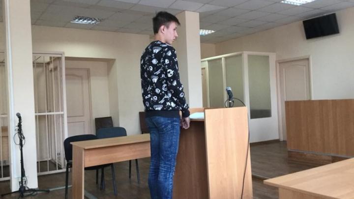 В Челябинске прошёл суд над студентом, задержанным во время акции «Он нам не царь»