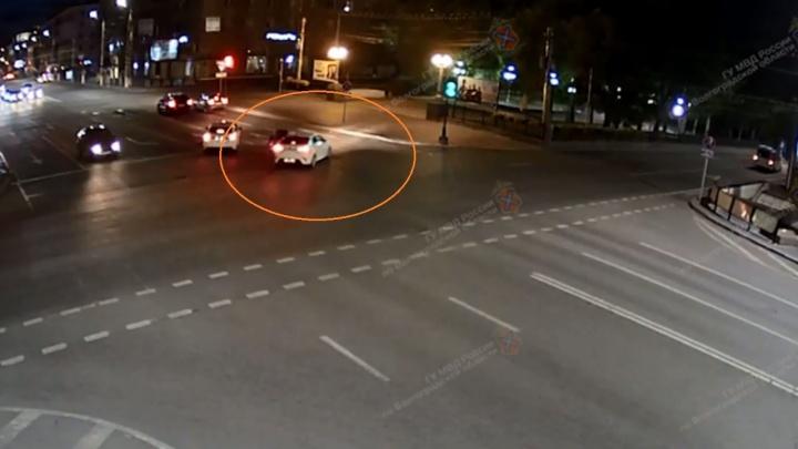 ДТП с байком и иномаркой в центре Волгограда попало на видео