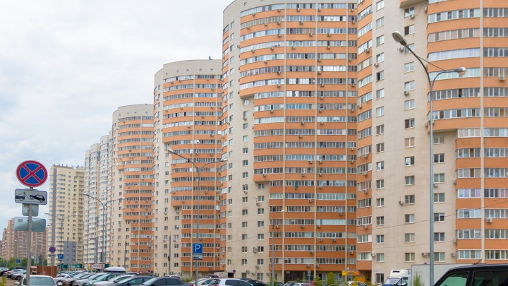 Отправили в народ: глав районов в Самаре обязали пересчитать фасады с рекламой и проверить плитку