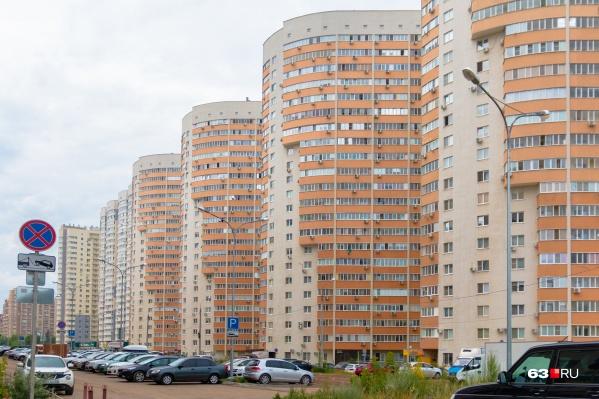 Многоквартирные дома очищали от объявлений, рисунков и флаеров к ЧМ-2018