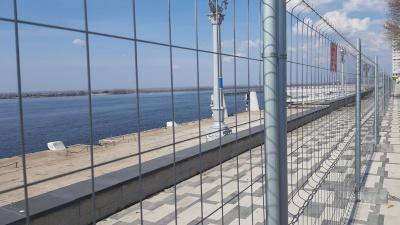 Вид на Волгу с причалов самарского речпорта загородили решеткой