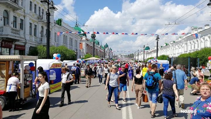День России на Любинском: смотрим, как проходит праздник в центре Омска