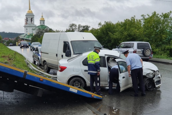 Авария произошла наДимитрова — Революции