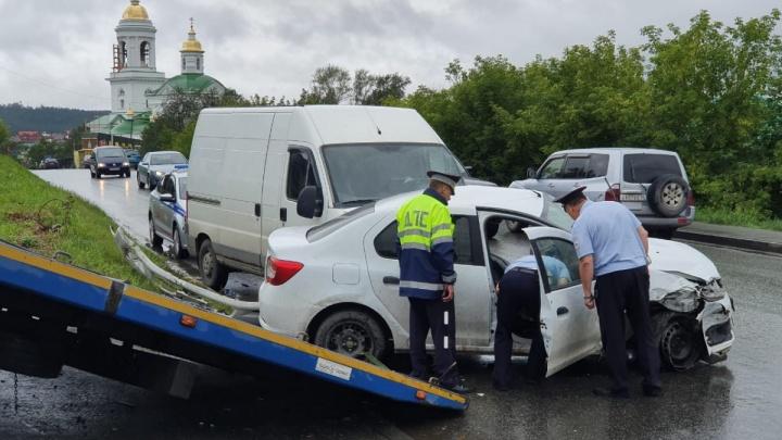 Скончался один из участников массовой аварии на окраине Екатеринбурга