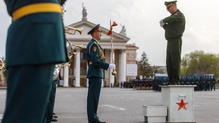 «Сделаем больше прогонов»: первую репетицию парада с техникой в Волгограде перенесли