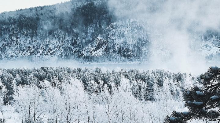 Провожаем зиму изумительными кадрами заснеженных «Столбов» и берегов Маны
