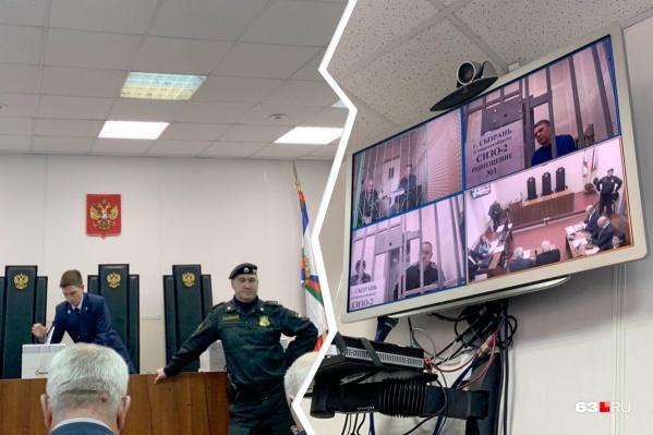 Заключенные присутствовали в зале удаленно