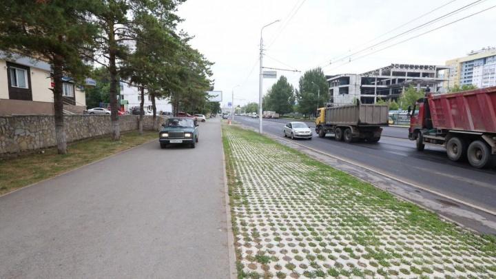 Что за бескультурье: уфимские водители заезжают на газоны и свежий асфальт